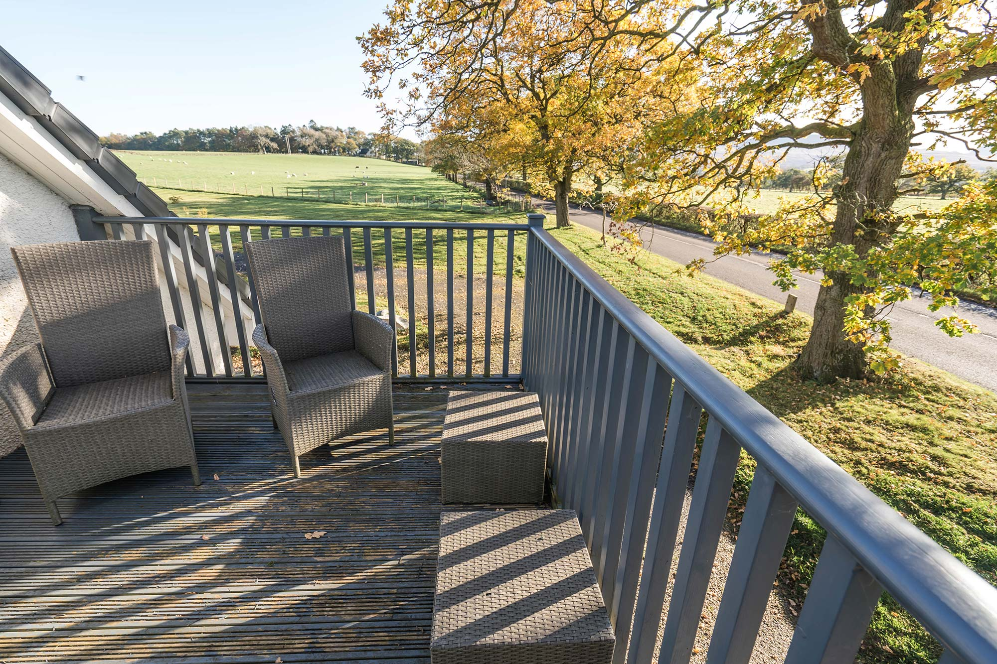 Dunroamin Self Catered Flat - Decking